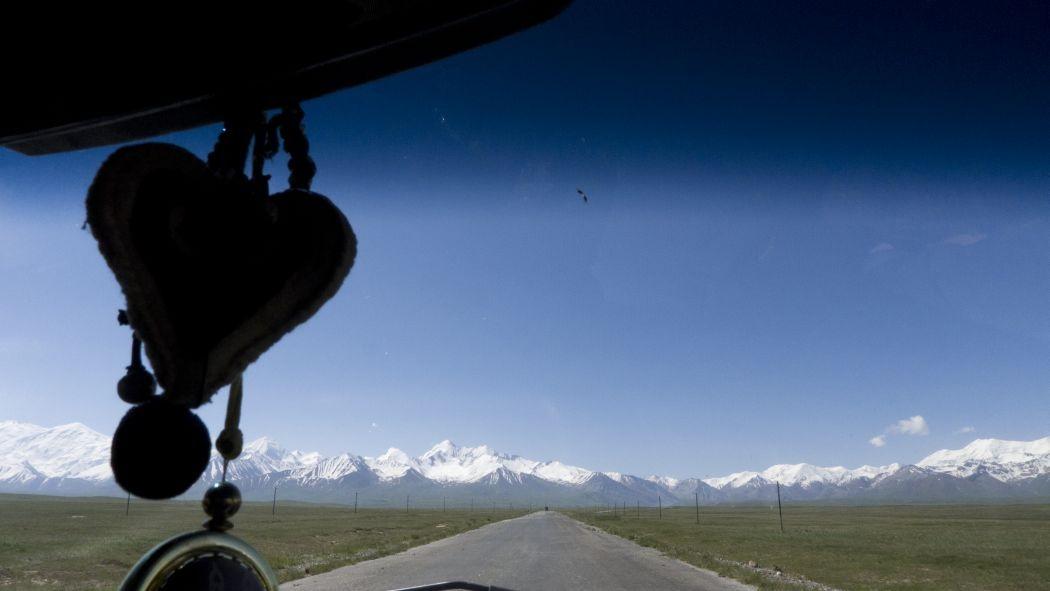 Kirgistan, droga na Pamir przez Dolinę Ałaju. Fot. Mikołaj Długosz