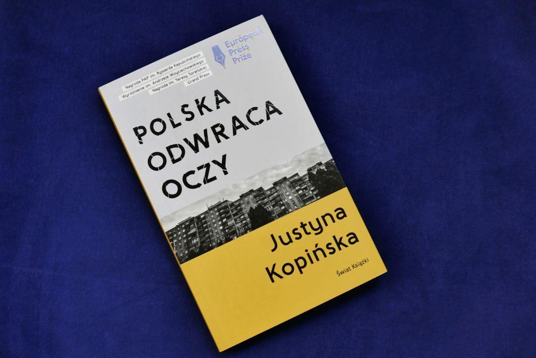 Justyna Kopińska, Polska odwraca oczy
