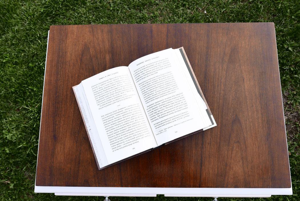 Stolik na książki PRL