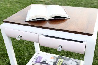 Odnowiony stolik na książki
